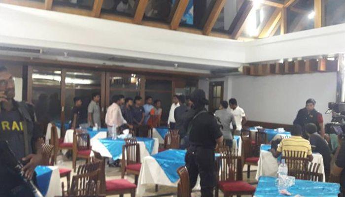 ধানমন্ডি ক্লাবেে র্যাবের অভিযান। ছবি: সংগৃহীত