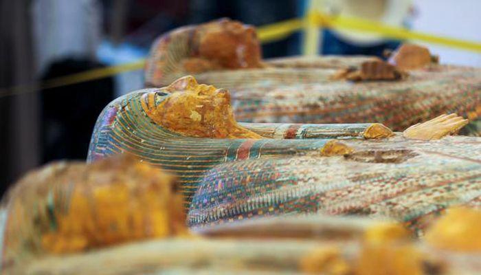 কাঠের কফিনে সংরক্ষিত মমিগুলো তিন হাজার বছরের পুরনো। ছবি: রয়টার্স