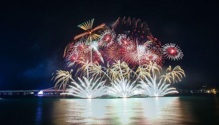 দক্ষিণ কোরিয়ার বুসান শহরে অনুষ্ঠিত হয়ে গেল ১৫তম আতশবাজি উৎসব। ছবি: সিজিটিএন