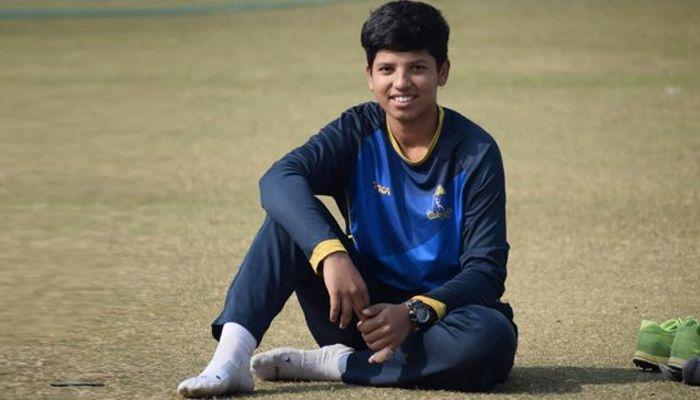 করোনা মোকাবেলায় ১৬ বছরের ক্রিকেটার দিলেন ১ লাখ রুপি