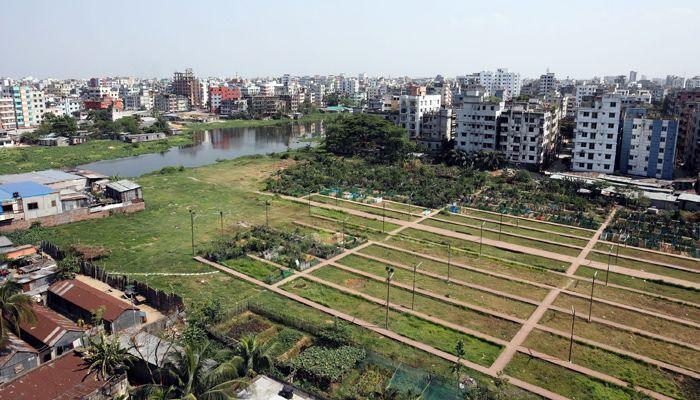 রাজধানীর খিলগাঁও তালতলা কবরস্থান। ছবি: স্টার মেইল