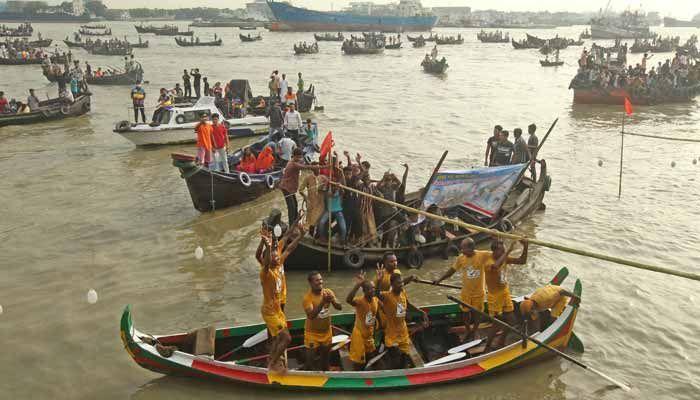প্রতিযোগিতায় নয়টি দলকে পেছনে ফেলে 'শিকলবাহা ব্লকপাড়া শেখ আহমদ মাঝি'র দল চ্যাম্পিয়ন হয়েছে। ছবি: স্টার মেইল