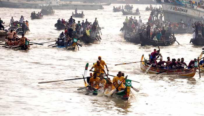 শনিবার বিকেলে নগরীর অভয়মিত্র ঘাট (নেভাল টু) এলাকায় উৎসবের সমাপনী পর্ব অনুষ্ঠিত হয়েছে। ছবি: স্টার মেইল