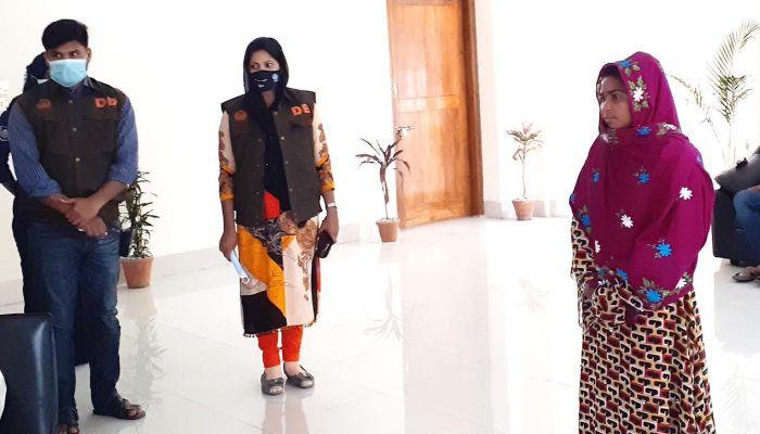 মাদকাসক্ত স্বামীকে হাজত খানায় ইয়াবা দিতে গিয়ে গ্রেফতার রুজিনা। ছবি: দিনাজপুর প্রতিনিধি