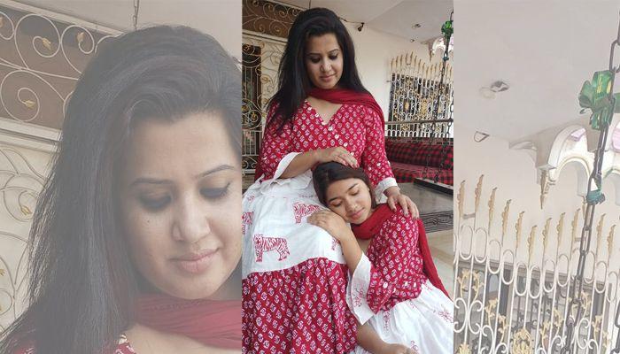 মেয়ের সাথে কণ্ঠশিল্পী নাজমুন মুনিরা ন্যান্সি
