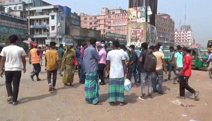 গাজীপুরের মহসড়কে ঘরমুখো মানুষের ভিড় শুরু হয়েছে। ছবি : গাজীপুর প্রতিনিধি