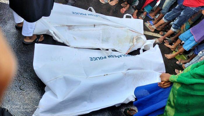 সড়ক দুর্ঘটনায় নিহত দুইজনের লাশ। ছবি: মাদারীপুর প্রতিনিধি