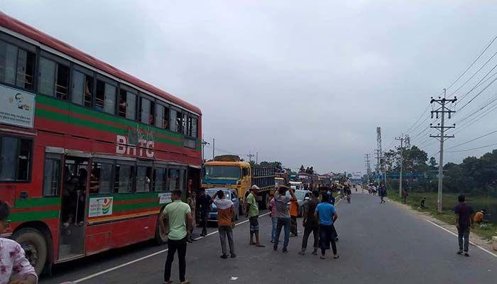 ঢাকা-টাঙ্গাইল মহাসড়কের ৩০কিলোমিটার যানজট। ছবি : টাঙ্গাইল প্রতিনিধি