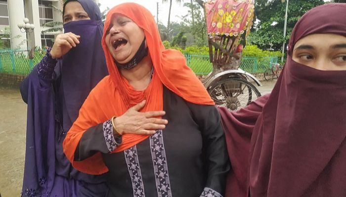 জিহাদ মাতুব্বরের স্বজনদের আহাজারি। ছবি: প্রতিনিধি