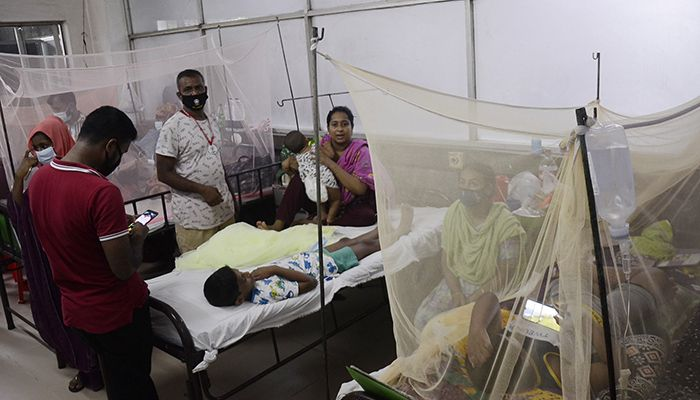 ঢাকা শিশু হাসপাতালে বাড়ছে ডেঙ্গু রোগী। ছবি: স্টার মেইল