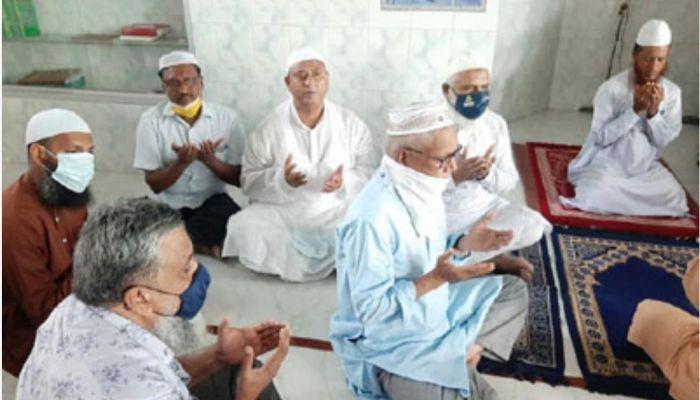নাটোরে খালেদা জিয়ার রোগমুক্তির জন্য দোয়া মাহফিল। ফাইল ছবি